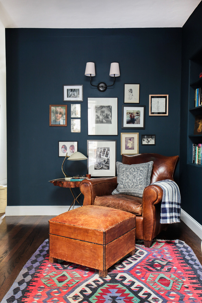 Emily-Henderson_Hague-Blue-Reading-Nook_Leather-Chair_Gallery-Wall_Bookshelves5